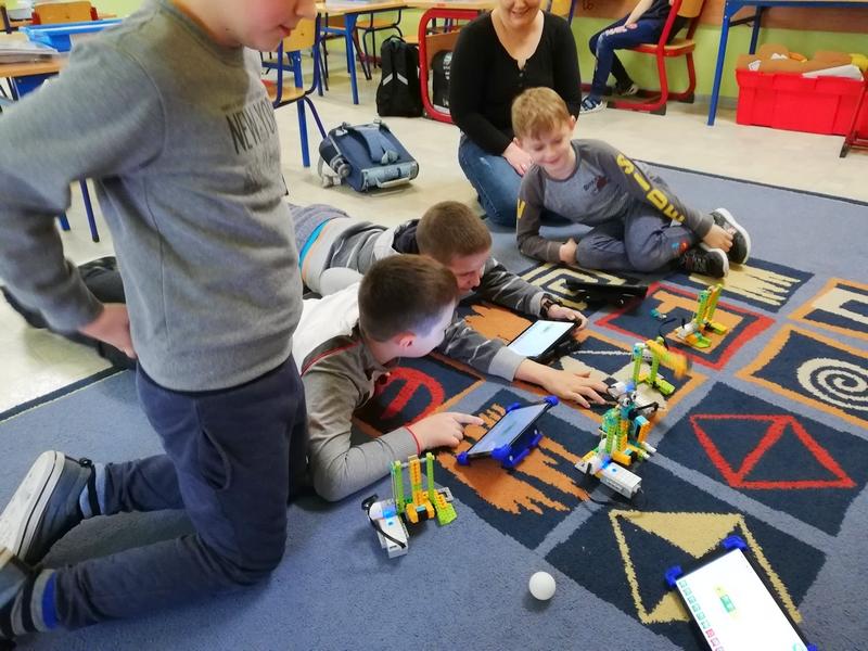 Robotyka w Szkole, kontrukcje Robotów i Maszyn z Lego, programowanie i kodowanie