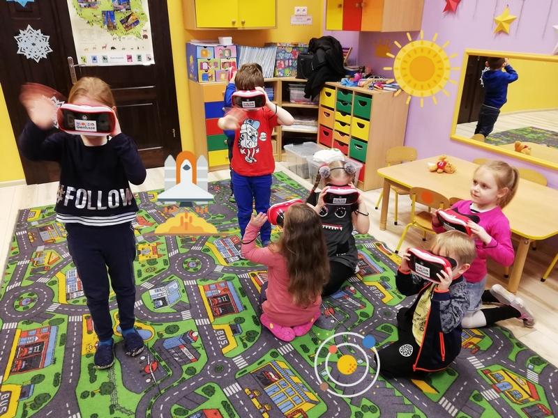 Wirtualne lekcje VR gogle VR Przedszkole Kosmos i układ słoneczny